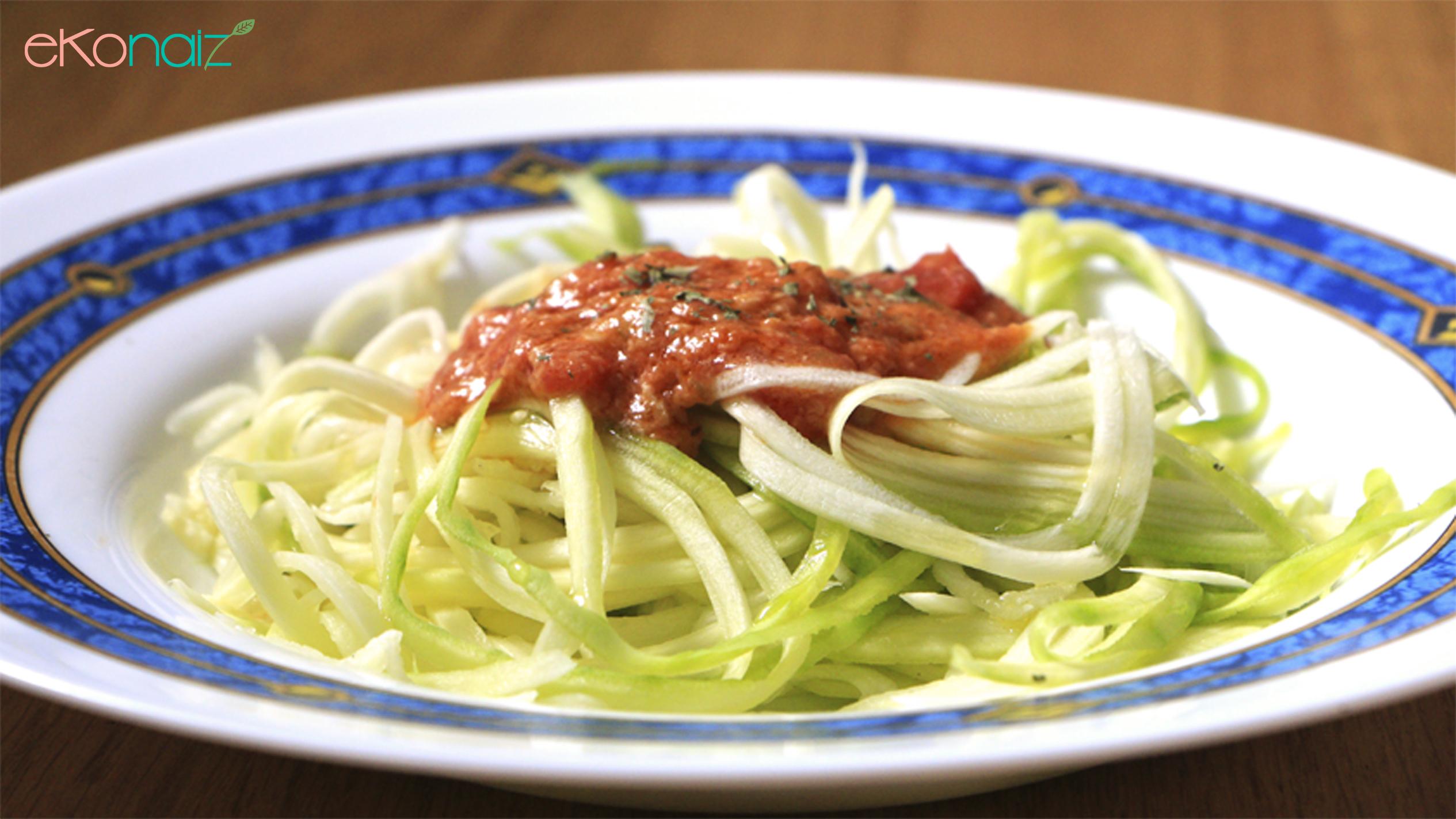 Espaguetis de calabacín con pesto rosso digestivo